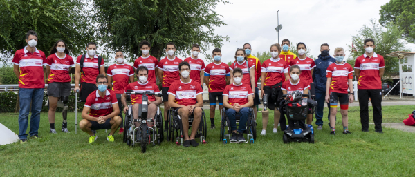 Foto de familia de las II Jornadas Cofidis de Ciclismo Paralímpico