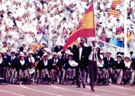 El equipo español desfila en el Estadio Olímpico de Barcelona