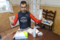Lorenzo Albaladejo con su kit