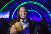 Astrid Fina con su medalla de bronce en Pyeongchang 2018